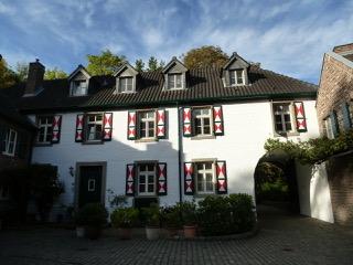 Fassadensanierung Wasserburganlage Isenburg, Köln